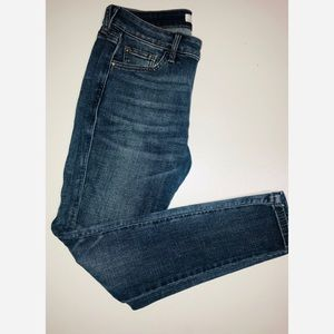 Guess mid-rise skinny jean